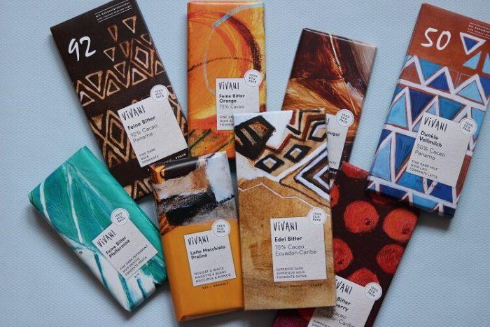 verschiedene Tafeln Schokolade von VIVANi - ohne Kinderarbeit und fair produziert. Gewinnspiel für deinen Schokoladen Vorrat gegen Mama Blues - auch vegane Schokolade gibt es zur Auswahl