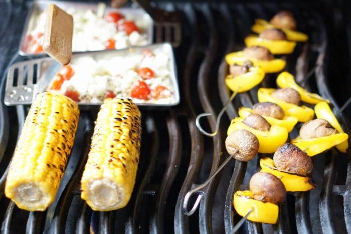 Maiskolben, Feta, Gemüsesspieße - Grillen für Babys mit Gemüsesticks