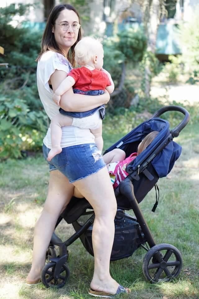 Mama und zwei Töchter - Der Buggy von ABC DESIGN ist sowhol für Babys als auch für Kleinkinder geeignet