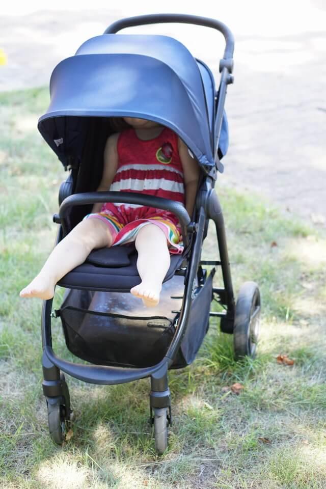 Sonnenschutz und Regendach - das Verdeck vom Buggy ist wasserabweisend und gegen UV Strahlung geschützt