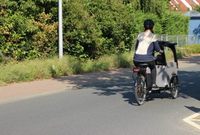 Helmpflicht auch für Erwachsen - der Fahrradhelm erhöht die LAstenrad Sicherheit im Straßenverkehr