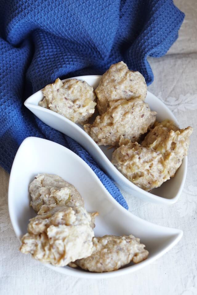 Zuckerfreie Plätzchen für Babys - Apfelkuchen, Apfelmuffins und Apfelwaffeln ohne Zucker zeigen wir dir auf unserem Blog - und neu nun auch ein Rezept für unsere veganen Apfelkekse. Fluffige Apfelwölkchen als Familienrezept