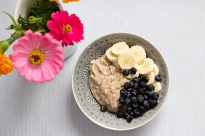 Gesunde Familienrezept für das Frühstück mti Baby und Kleinkind - bunte Müsli Bowl