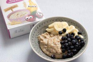Porridge für Babys - unser BLW Frühstück mit Banane und Blaubeeren