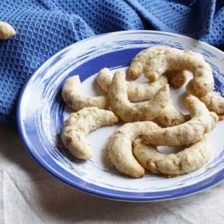 zuckerfreie Plätzchen und Kekse für die Adventszeit backen. Unsere Rezepte für Plätzchen ohne Zucker die breifrei und BLW geeignet sind in einem Backbuch