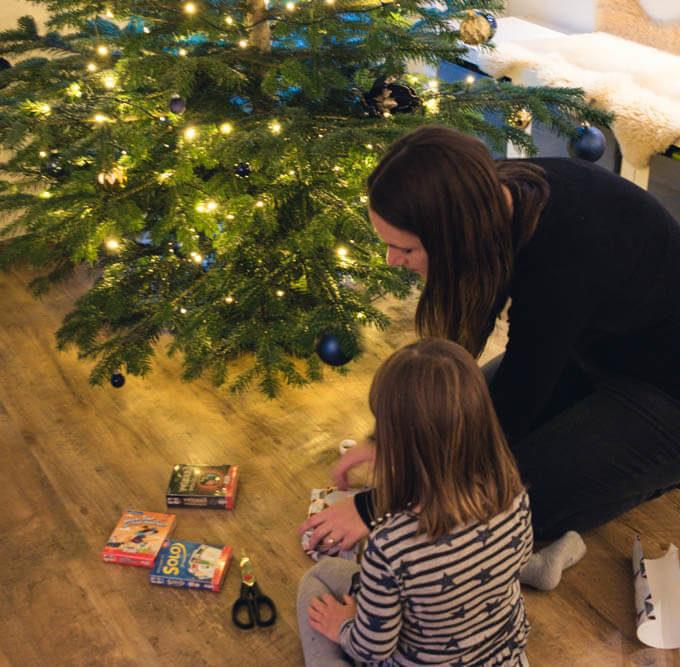 Familienspiele als Geschenkidee -Kartenspiel und Würfelspiel für Kinder und Erwachsene im Test
