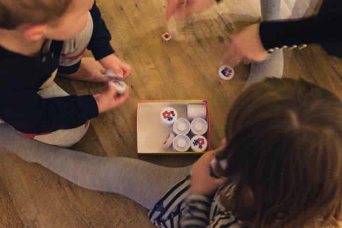 CLACK ein Spiel mir Formen und Farben für Kinder ab 3 und 4 Jahren - Würfelspiel, das für ganz viel Spielspaß bei der ganzen Familie sorgt. Unser liebstes Familienspiel und eine tolle Idee für Weihnachten oder als Geschenk zum Geburtstag