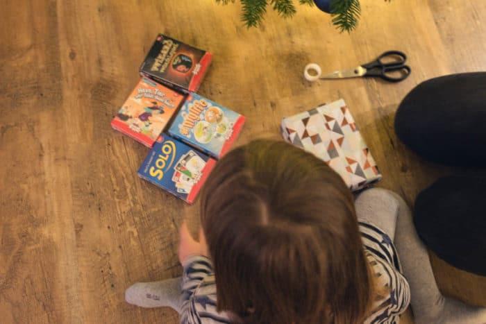 Spielideen für die ganze Familie - wir stellen verschiedene GEsellschaftsspiele vor. Würfelspele, Kartenspiele und Kinderspiele für tolle und lustige Spieleabende oder gemütliche Zeit an den Weihnachtstage