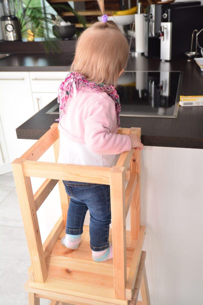 Küchen Lernturm selbst bauen mit Hocker von Ikea