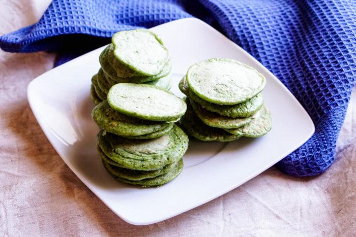 Pfannkuchen mit Spinat - unser Rezept für Pancakes ohne Zucker