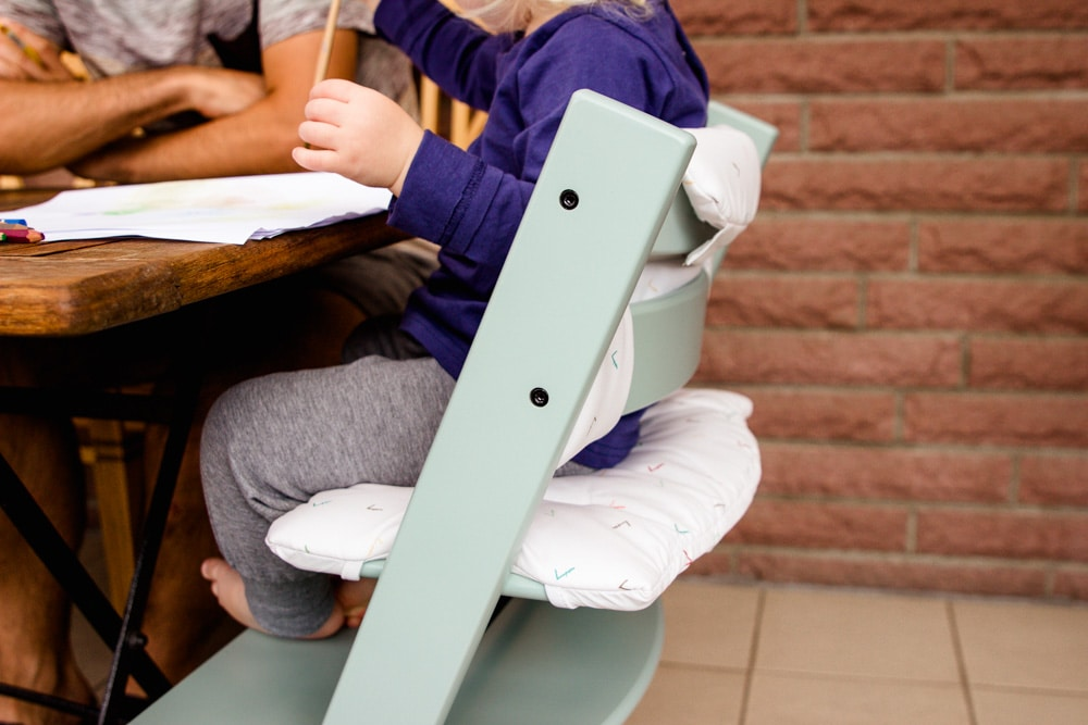 Ab wann dürfen Babys mit Sitzverkleinerer im Hochstuhl sitzen