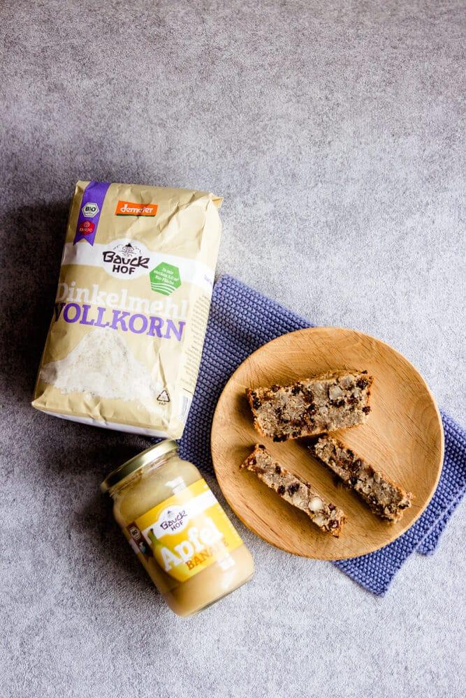 gesundes Früchtebrot mit Vollkornmehl von Bauckhof backen - zuckerfreie Weihnachtsrezepte für Babys und die ganze Familie - perfekt für BLW