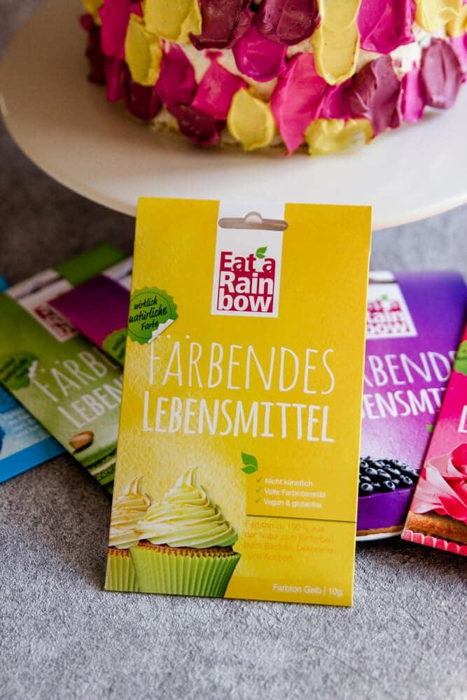 Torte zum 1. Geburtstag mit Lebensmittelfarbe von Eat a Rainbow